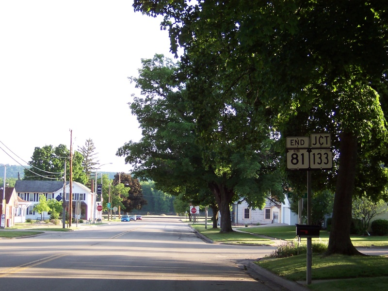 Highway 81 westbound's end at Highway 133 in Cassville.
