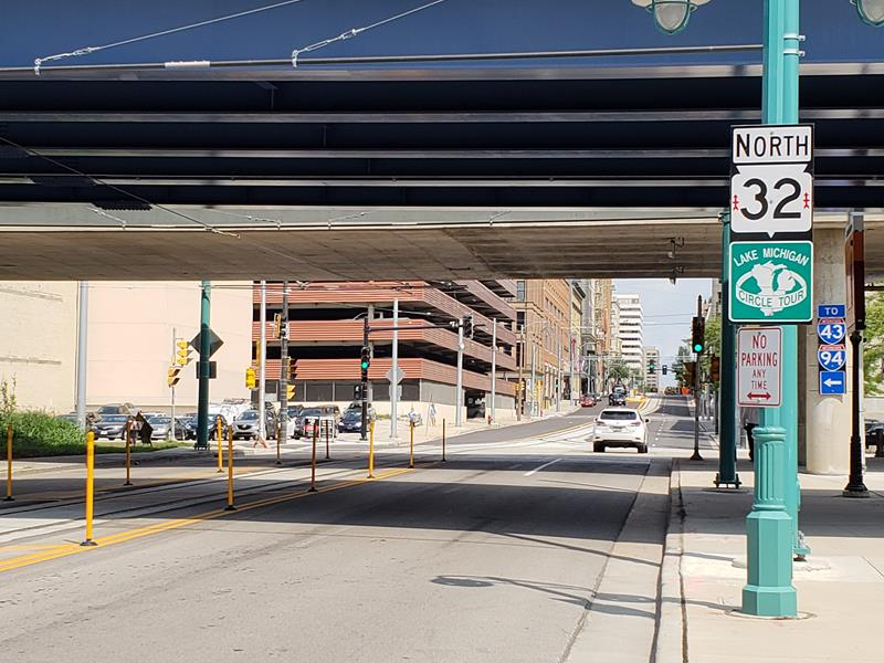 Highway 32 under I-794 in Milwaukee, with streetcar tracks