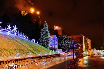"In December, you can enjoy the ""Holiday Lights"" on a Miller Brewery Tour."