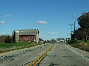 The farm houses and silos nestle up closely to Highway 142 in many places.