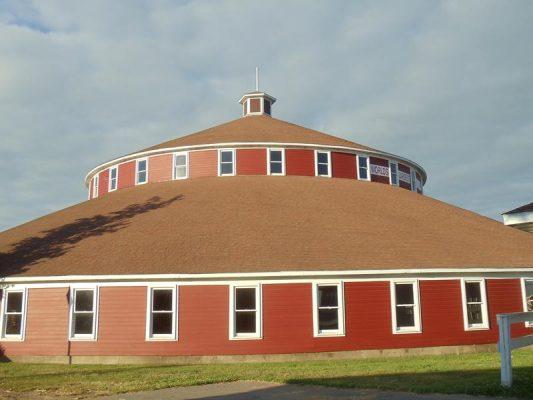 Marshfield, World's Largest Round Barn near Highway 13