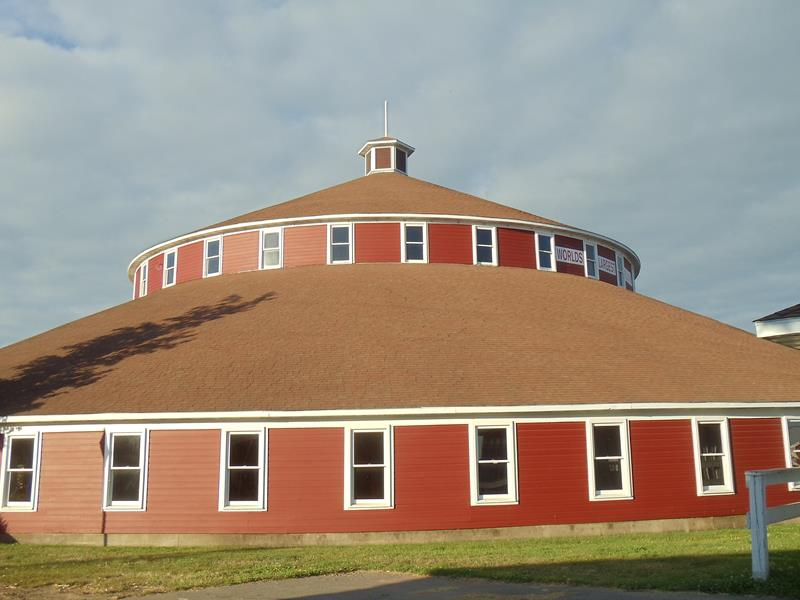 Marshfield, World's Largest Round Barn near Highway 13