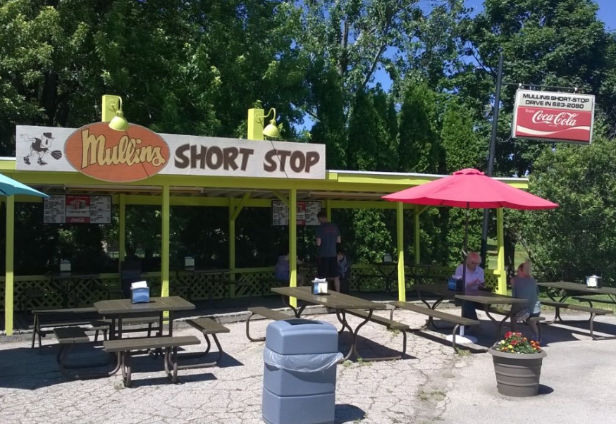 Wisconsin Drive-Ins: Mullins Short Stop in Columbus along Highway 73