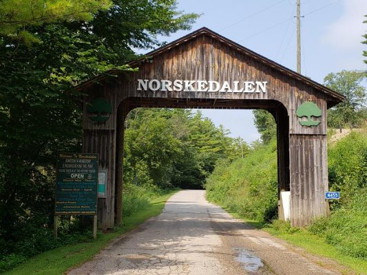 Entrance to Norskedalen off County PI in La Crosse County