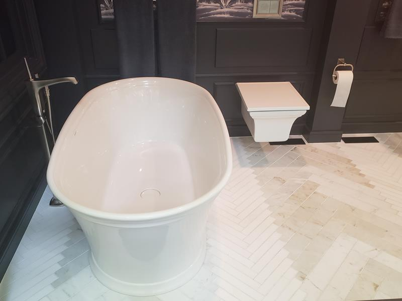 Tub and toilet in a model bathroom at the Kohler Design Center
