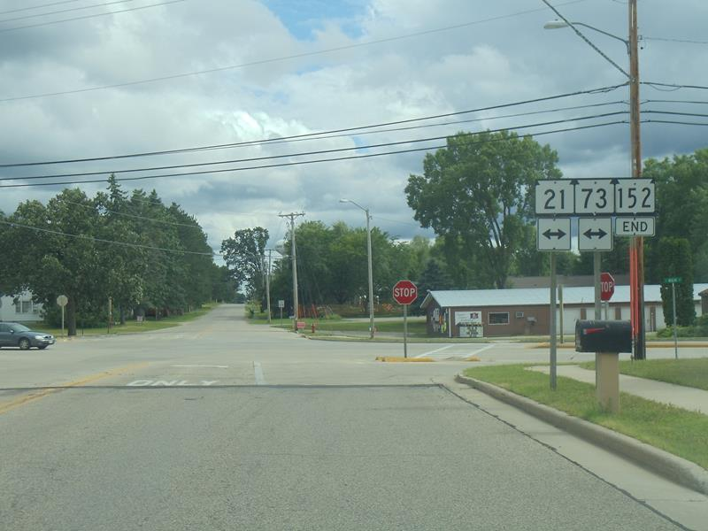 Highway 152 end sign at Highways 21/73 in Wautoma