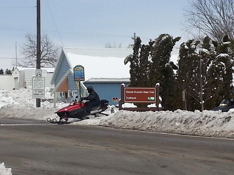 lakemills_snowmobile1_800