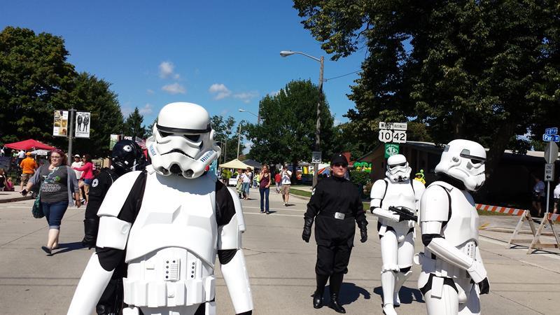 Wisconsin Weekend: Sputnikfest celebrants