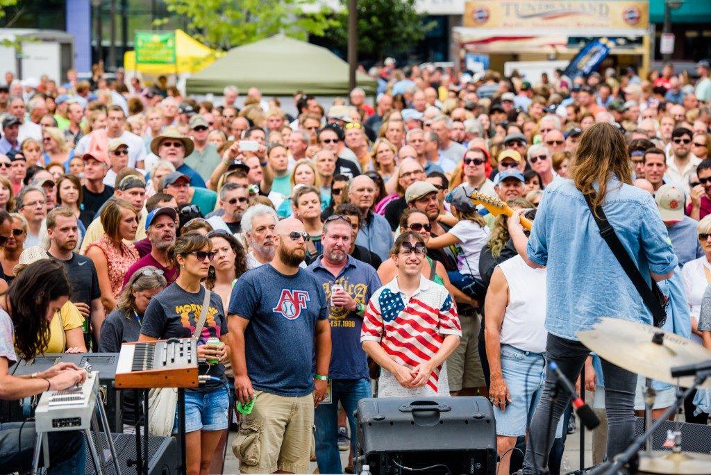 Mile of Music audience, Appleton