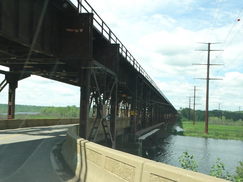 Highway 105 enters the Oliver Bridge