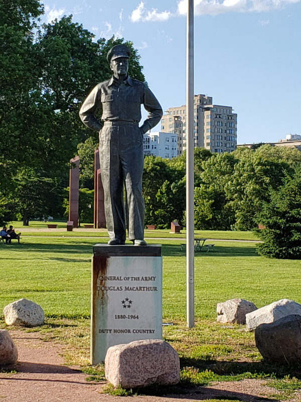 General Douglas MacArthur Statue, Milwaukee