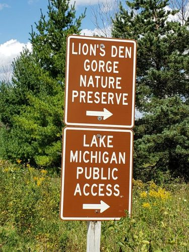 Guide signs to High Bluff Road, which brings you to Lion's Den Gorge Nature Preserve in the Town of Grafton