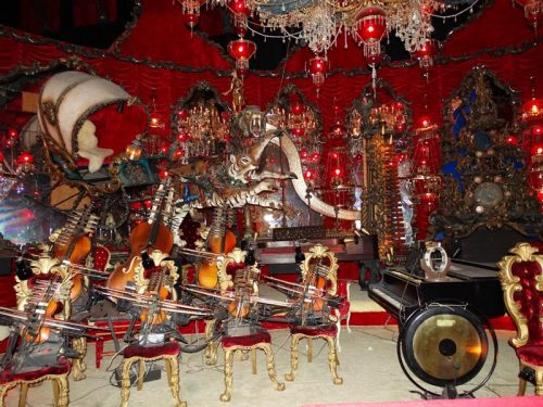 Yes, they play music! Live instruments at House on the Rock, Spring Green, Wisconsin